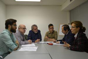 De izquierda a derecha: Daniel Domínguez, estudiante de Periodismo; Mariano Rivero (UGT); Aurelio Martín (FAPE); Eduardo Robaina, estudiante; Agustín (FeSP y coordinador del FOP) y Elsa González (FAPE). ©Nuria Navarrete